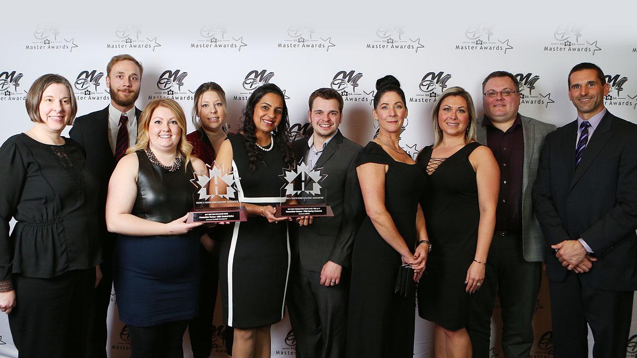 Staff at Pacesetter Homes Regina accepts CHBA award.