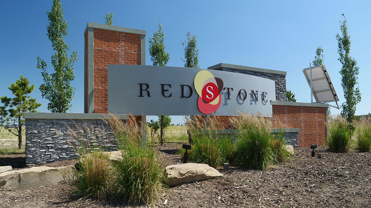 The entry feature welcomes you to the community of Redstone.
