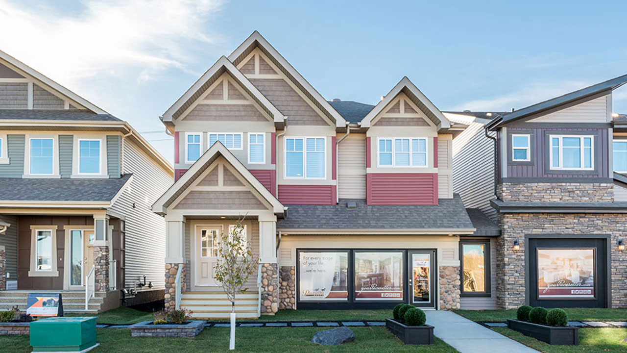 Exterior of Pacesetter showhome in Edmonton