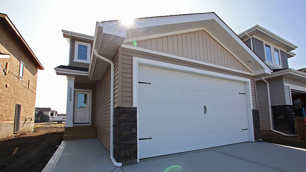 Front attached garage - Pacesetter Homes Regina