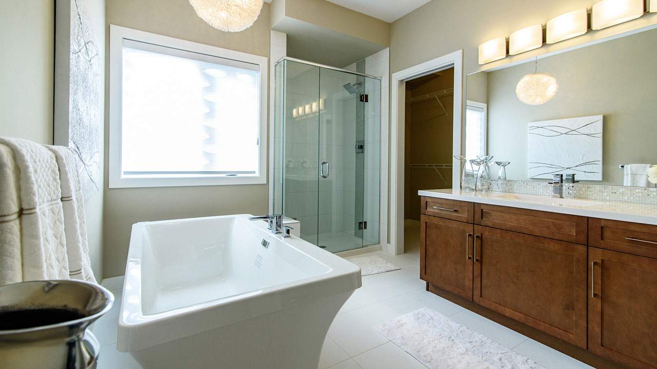 A luxurioue bathtub in the master bathroom of a Sterling Home in Winnipeg.