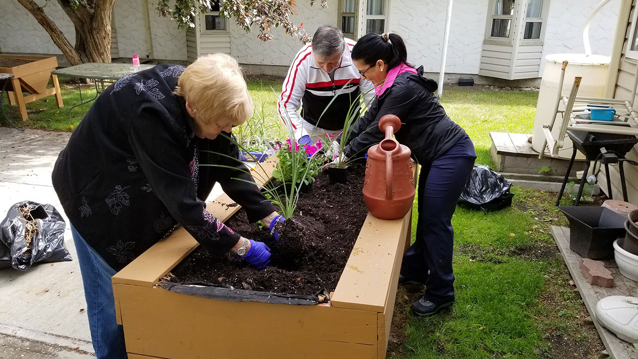 Seniors' home residents enjoy outdoor space updated by Qualico volunteers