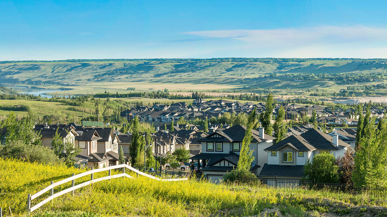 A panoramic shot of the community of Crestmont.