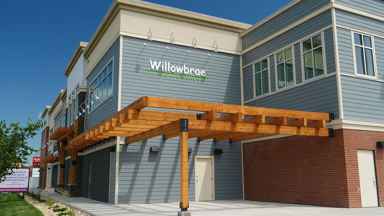 Built by Qualico Commerical and managed by Rancho Realty (1975) Ltd. in Calgary, Evanston Plaza includes amenities like Willowbrae Child Centre Academy