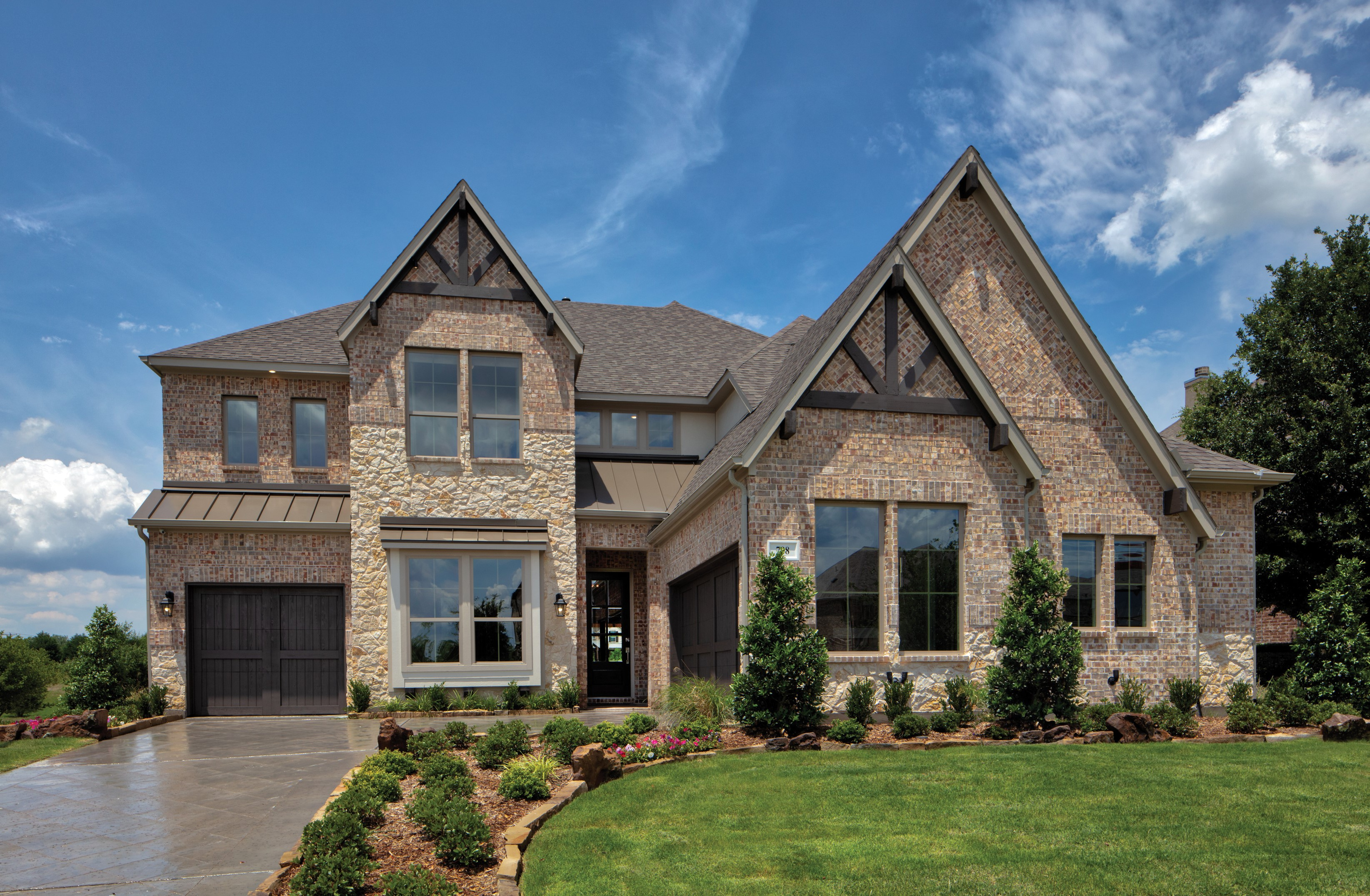 Front view of a Pacesetter home in Stone Creek