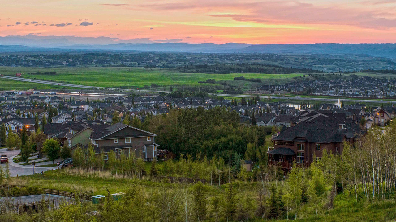 Communities Calgary - Crestmont View - Video Aerial