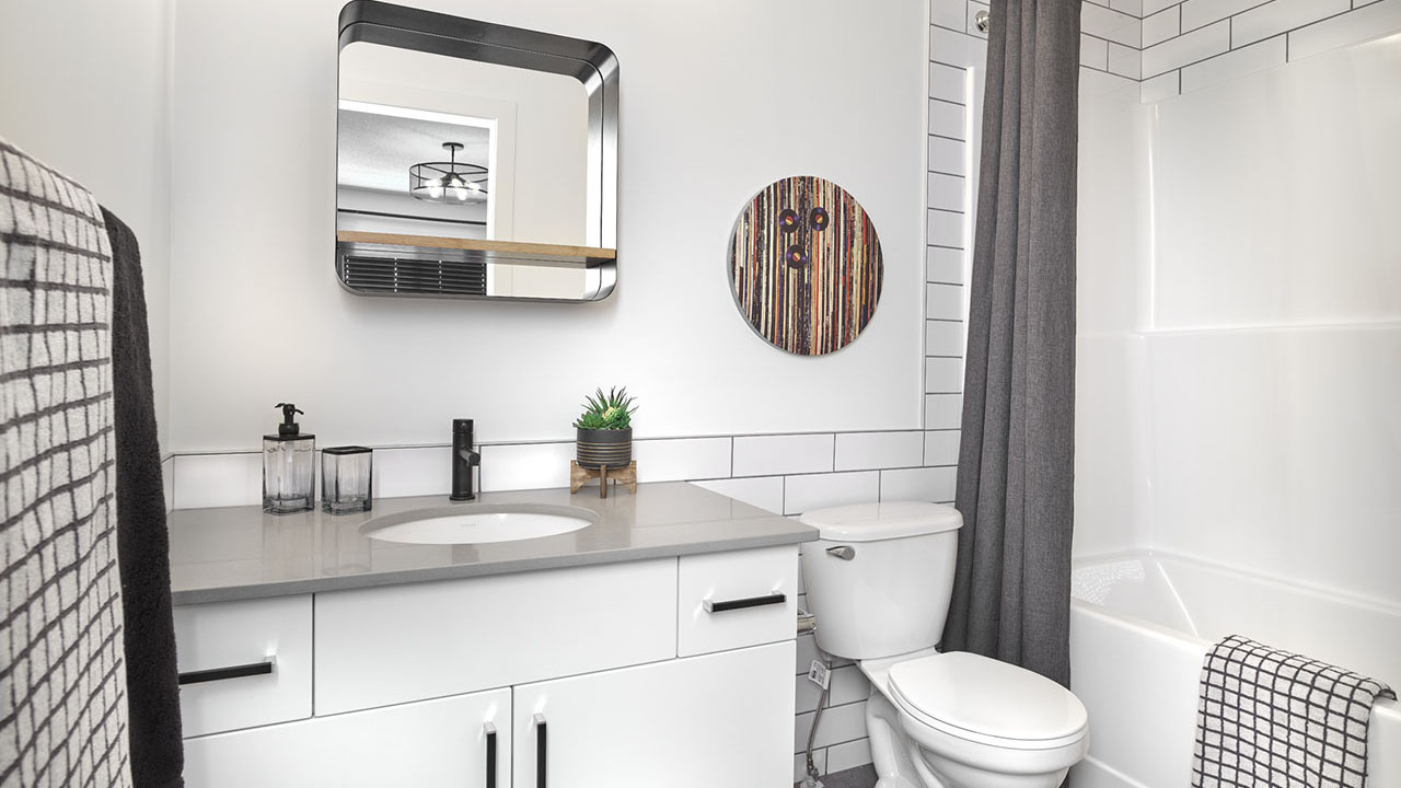 StreetSide Edmonton - Bourbon Townhome - Bathroom2