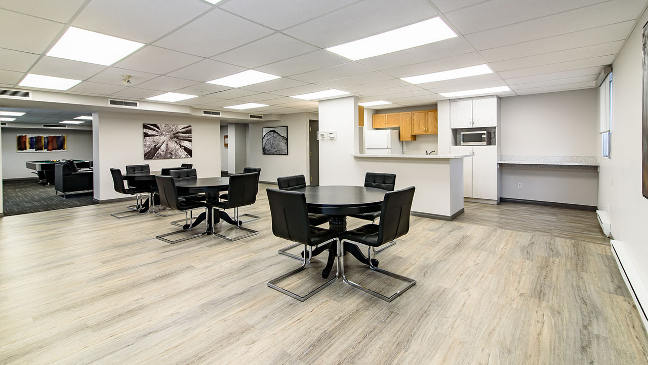 Rancho Realty Manitoba - Niakwa Tower - Social Room