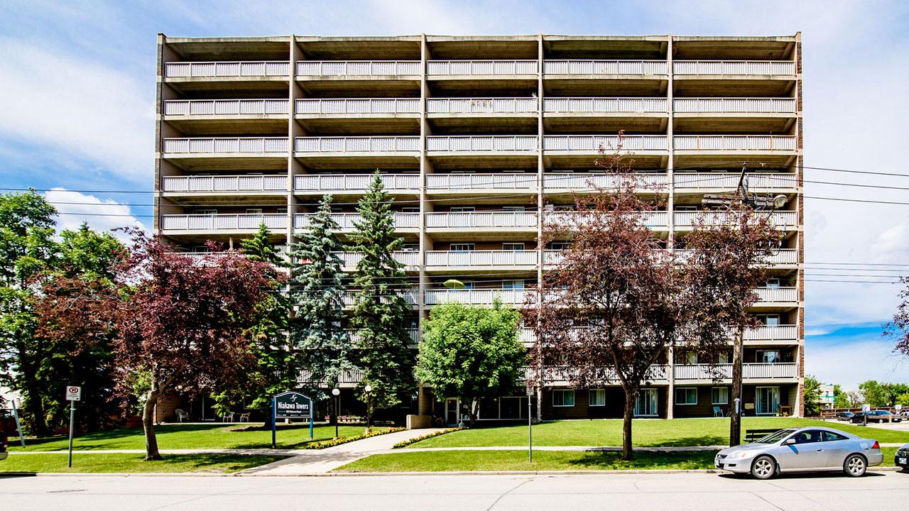 Rancho Realty Manitoba - Niakwa Tower - Exterior2